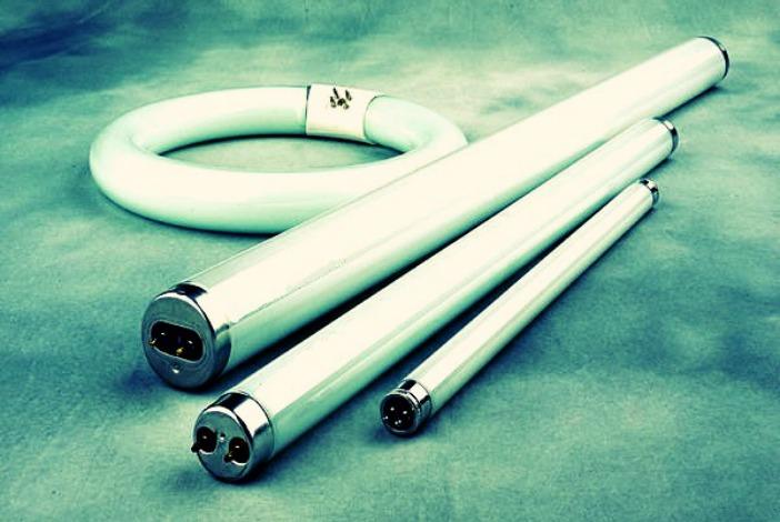 Tubos fluorescentes un c ncer para el medioambiente for Lamparas y plafones de pared