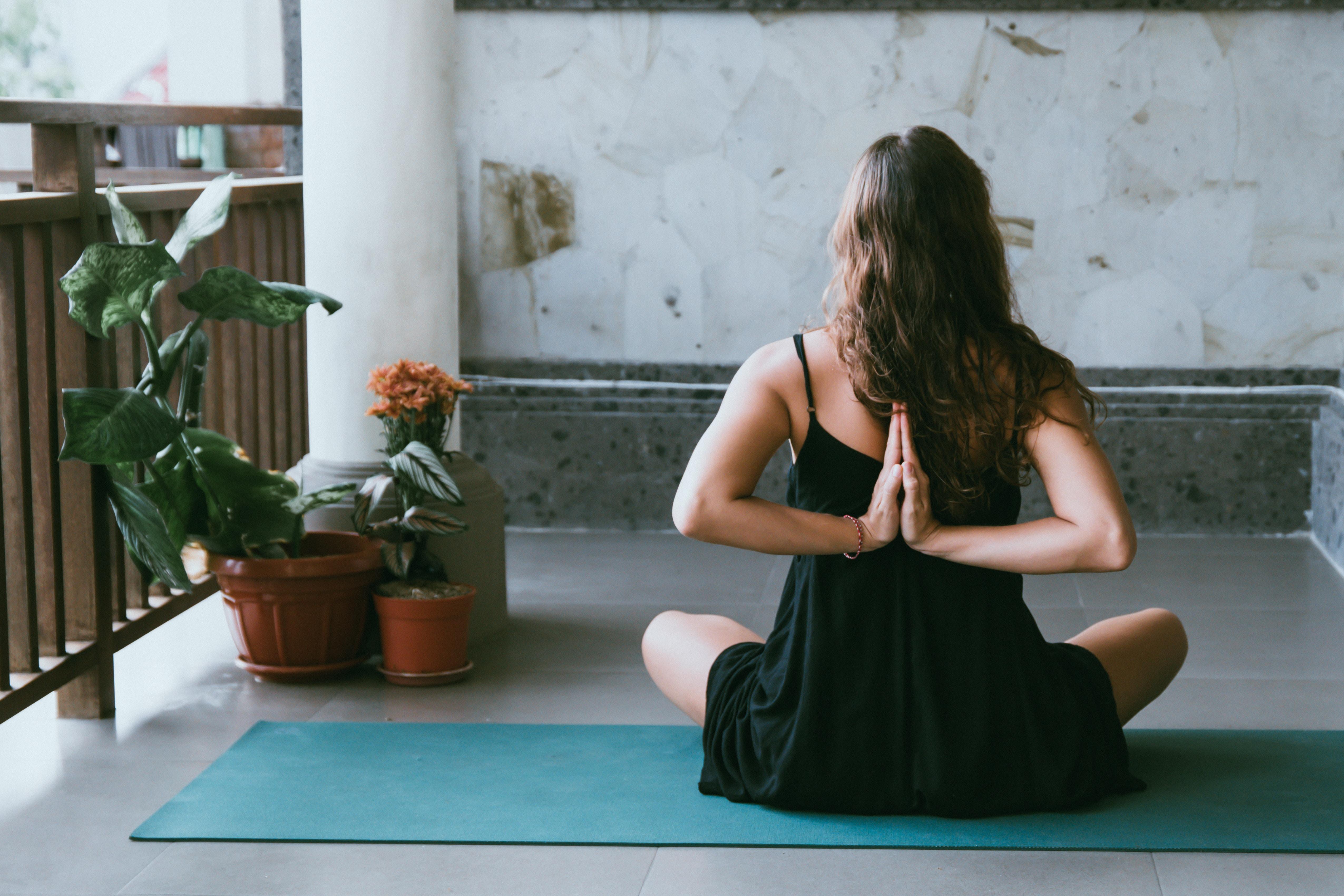 8 Ejercicios De Yoga Para Embarazadas Que Puedes Hacer En Casa Medioambientum Cronicas De La Naturaleza